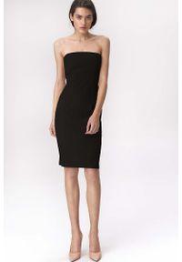 Nife - Czarna Efektowna Ołówkowa Sukienka z Odkrytymi Ramionami. Kolor: czarny. Materiał: wiskoza, poliester, elastan. Typ sukienki: ołówkowe, z odkrytymi ramionami