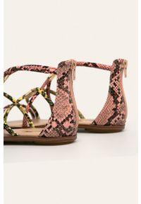 Różowe sandały Aldo