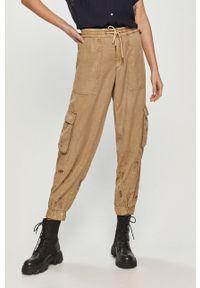 Desigual - Spodnie. Kolor: beżowy