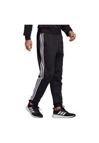 Adidas - Spodnie męskie adidas Essentials 3 DQ3095. Materiał: poliester, bawełna, polar, materiał. Wzór: paski. Sport: fitness