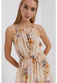 Rip Curl - Sukienka. Kolor: różowy. Materiał: tkanina, materiał. Długość rękawa: na ramiączkach. Typ sukienki: rozkloszowane