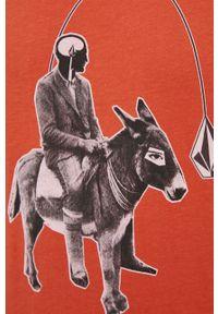 Volcom - T-shirt bawełniany. Okazja: na co dzień. Kolor: pomarańczowy. Materiał: bawełna. Wzór: nadruk. Styl: casual