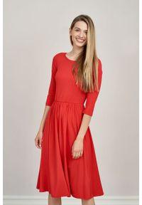 Marie Zélie - Sukienka Emelina czerwień klasyczna mikromodal rękaw 3/4. Kolor: czerwony. Materiał: wiskoza, dzianina, elastan, włókno, skóra, guma. Styl: klasyczny. Długość: midi