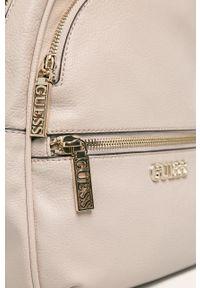 Beżowy plecak Guess