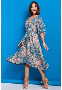 MOE - Sukienka midi w Kwiaty - Model 4. Materiał: poliester. Wzór: kwiaty. Długość: midi