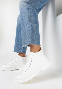 Born2be - Białe Trampki Xusculea. Wysokość cholewki: za kostkę. Nosek buta: okrągły. Zapięcie: sznurówki. Kolor: biały. Materiał: materiał, guma. Szerokość cholewki: normalna. Obcas: na obcasie. Wysokość obcasa: niski