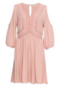 Sukienka z dżerseju z wycięciami i koronką bonprix stary jasnoróżowy. Kolor: różowy. Materiał: jersey, koronka. Wzór: koronka. Styl: retro
