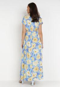 Born2be - Niebieska Sukienka Prixiusei. Kolor: niebieski. Materiał: wiskoza, materiał. Długość rękawa: krótki rękaw. Wzór: kwiaty. Typ sukienki: kopertowe. Długość: maxi