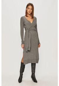 Szara sukienka Trussardi Jeans na co dzień, z długim rękawem, midi