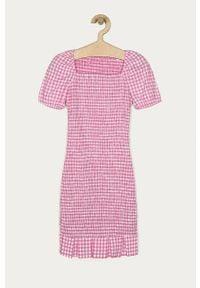 Różowa sukienka Guess z dekoltem karo, dopasowana, mini