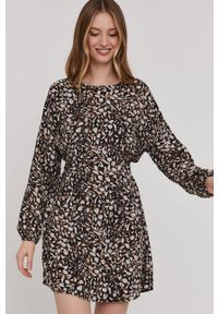 Answear Lab - Sukienka. Kolor: czarny. Materiał: tkanina. Długość rękawa: długi rękaw. Typ sukienki: rozkloszowane. Styl: wakacyjny