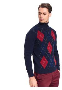 Niebieski sweter TOP SECRET elegancki, w kolorowe wzory