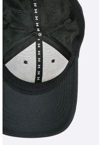 Czarna czapka z daszkiem Under Armour