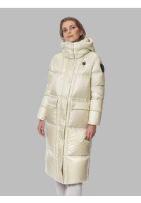 Kremowa długa kurtka zimowa Blauer. Kolor: kremowy. Materiał: puch, poliamid, nylon. Długość: długie. Wzór: jednolity, kratka, aplikacja. Sezon: zima