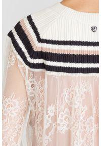 Sweter TwinSet na spacer, krótki, w koronkowe wzory