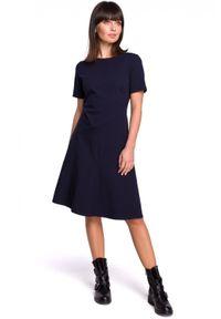 BE - Gładka sukienka z lekko rozkloszowanym dołem. Materiał: bawełna, dzianina, materiał, elastan. Wzór: gładki. Typ sukienki: rozkloszowane