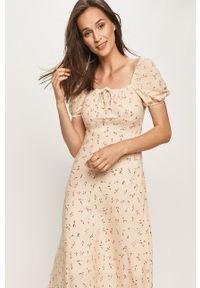 Biała sukienka ANSWEAR z krótkim rękawem, midi, w kwiaty, z dekoltem karo