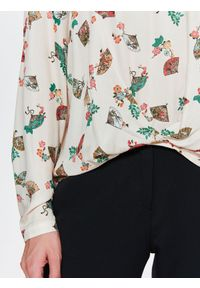 Beżowa bluzka TOP SECRET z dekoltem w serek, elegancka