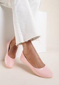 Renee - Różowe Balerinki Nysaxise. Nosek buta: okrągły. Kolor: różowy. Materiał: lakier. Wzór: jednolity. Obcas: na płaskiej podeszwie