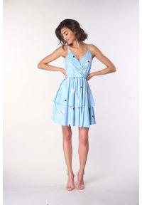 Niebieska sukienka wizytowa Nommo na ramiączkach