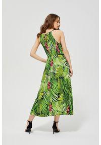Zielona sukienka MOODO maxi, prosta, z okrągłym kołnierzem