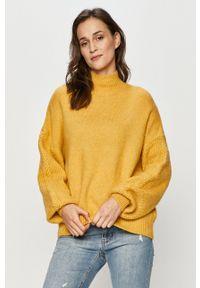 Answear Lab - Sweter. Typ kołnierza: golf. Kolor: żółty. Długość rękawa: długi rękaw. Długość: długie. Styl: wakacyjny
