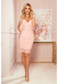 Numoco - Koronkowa Sukienka z Kobiecym Dekoltem V - Brzoskwiniowa. Kolor: pomarańczowy. Materiał: koronka