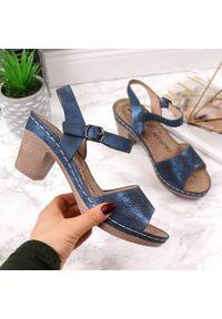 Niebieskie sandały eVento