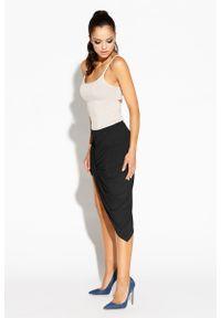 Dursi - Czarna Spódnica Asymetryczna z Marszczeniami. Kolor: czarny. Materiał: wiskoza, elastan