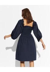 THECADESS - Sukienka mini z odkrytymi ramionami Mila. Kolor: niebieski. Typ sukienki: z odkrytymi ramionami. Długość: mini