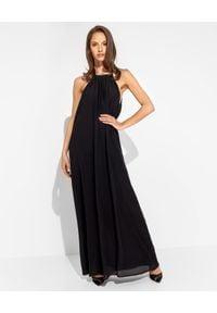 SIMONA CORSELLINI - Czarna sukienka z jedwabiu. Kolor: czarny. Materiał: jedwab. Wzór: aplikacja. Typ sukienki: kopertowe, z odkrytymi ramionami. Styl: elegancki, klasyczny. Długość: maxi