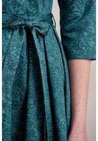 Marie Zélie - Sukienka Alodia Idella ciemnozielona. Kolor: zielony. Materiał: bawełna, satyna, skóra, materiał