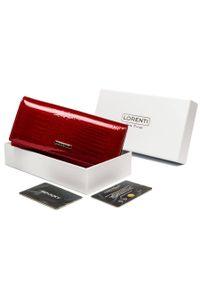 LORENTI - Portfel damski czerwony Lorenti 72037-RS-1295 RED. Kolor: czerwony. Materiał: skóra. Wzór: aplikacja