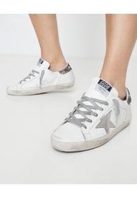 GOLDEN GOOSE - Sneakersy Superstar z błyszczącą piętą. Kolor: biały. Materiał: jeans, guma, bawełna. Wzór: kwiaty, aplikacja