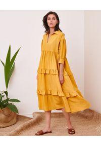 BY CABO - Lniana sukienka FIJI. Kolor: żółty. Materiał: len. Wzór: aplikacja. Sezon: lato. Typ sukienki: oversize, rozkloszowane. Długość: midi
