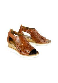 Brązowe sandały Tamaris na rzepy