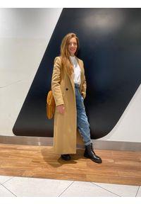 TwinSet - Beżowy płaszcz wełniany Twinset. Kolor: beżowy. Materiał: wełna. Długość: długie. Wzór: aplikacja