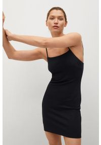 mango - Mango - Sukienka NUVERTU1. Kolor: czarny. Materiał: włókno, dzianina. Długość rękawa: na ramiączkach. Typ sukienki: dopasowane