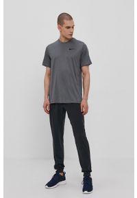Nike - T-shirt. Okazja: na co dzień. Kolor: szary. Materiał: tkanina, dzianina, skóra, włókno. Wzór: gładki. Styl: casual