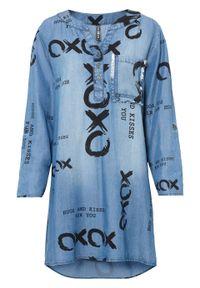 Sukienka dżinsowa z napisem, TENCEL™ Lyocell bonprix niebieski denim z nadrukiem. Kolor: niebieski. Materiał: lyocell, denim. Wzór: napisy, nadruk