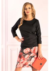 Merribel - Czarna Dopasowana Sukienka z Kwiatowym Motywem na Spódnicy. Kolor: czarny. Materiał: poliester, elastan. Wzór: kwiaty