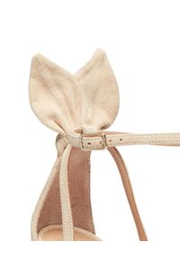 AQUAZZURA - Zamszowe sandały Bow Tie. Zapięcie: pasek. Kolor: beżowy. Materiał: zamsz. Wzór: aplikacja, paski. Obcas: na obcasie. Styl: boho. Wysokość obcasa: średni