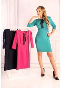 Merribel - Emerald Ołówkowa Sukienka z Ozdobnymi Czarnymi Zdobieniami. Kolor: czarny. Materiał: poliester. Wzór: aplikacja. Typ sukienki: ołówkowe