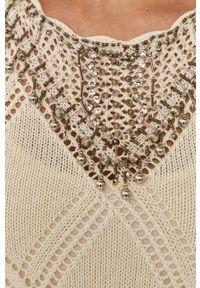 TwinSet - Twinset - Sukienka. Kolor: beżowy. Materiał: dzianina. Wzór: haft, gładki. Typ sukienki: rozkloszowane