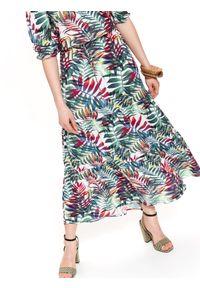 Zielona sukienka TOP SECRET na wiosnę, z krótkim rękawem, z nadrukiem