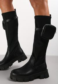 Renee - Czarne Kozaki Oraeno. Nosek buta: czworokąt. Zapięcie: pasek. Kolor: czarny. Szerokość cholewki: normalna. Wzór: moro, aplikacja. Wysokość cholewki: przed kolano. Materiał: materiał. Obcas: na platformie. Styl: militarny