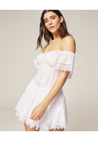 CHARO RUIZ IBIZA - Sukienka mini Lina. Kolor: biały. Materiał: materiał, koronka. Wzór: aplikacja, koronka. Typ sukienki: rozkloszowane. Styl: elegancki. Długość: mini