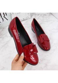 Półbuty damskie lakierowane z kokardką czerwone Vinceza. Kolor: czerwony. Materiał: skóra ekologiczna