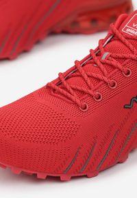 Born2be - Czerwone Buty Sportowe Auruene. Kolor: czerwony