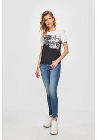 Niebieskie jeansy Levi's® w kolorowe wzory, biznesowe, na spotkanie biznesowe